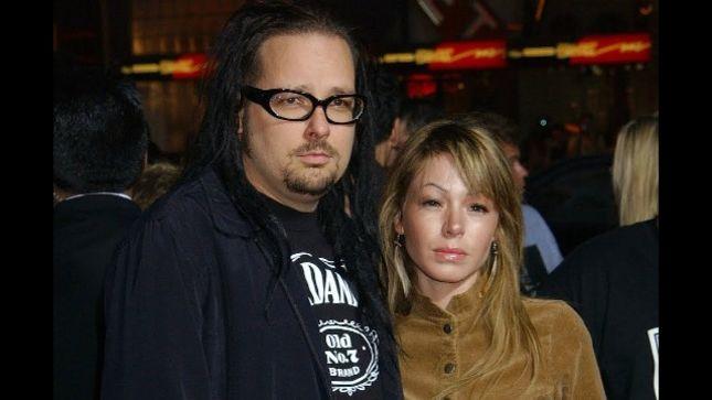 KORN Frontman's Wife DEVEN DAVIS Passes At 39 - Bravewords.com