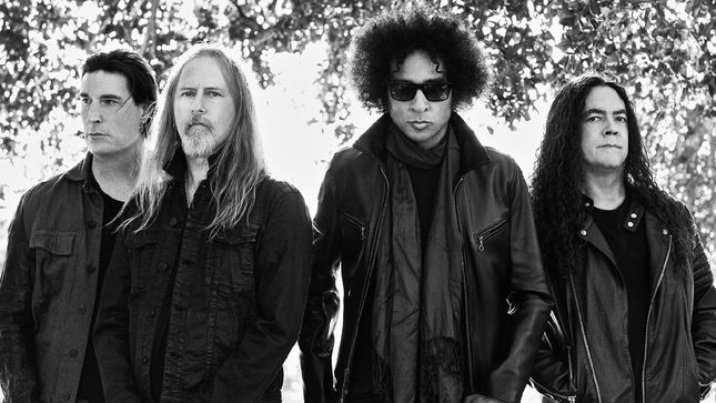 ALICE IN CHAINS Hosting Fantasy Football League Charity Auction