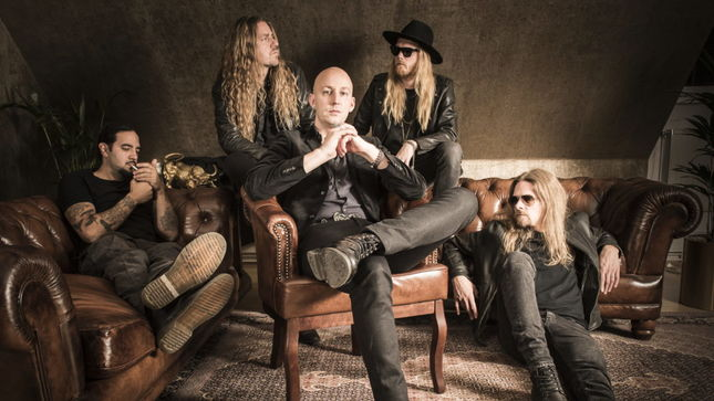 "SOEN Featuring Former AMON AMARTH / OPETH Drummer MARTIN LOPEZ Streaming ""Lucidity"" (Live In Rome) From Upcoming Lykaia Revisited Album"
