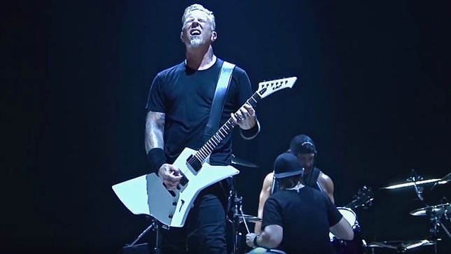 "METALLICA Perform ""Halo On Fire"" And ""Battery"" In France; 2017 HQ Performance Videos Streaming"
