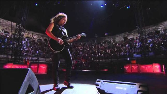 METALLICA Guitarist KIRK HAMMETT Falls On Stage In During Sioux Falls Show; LARS ULRICH Shares The Moment Via Instagram