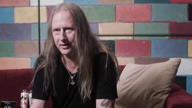 "ALICE IN CHAINS Guitarist JERRY CANTRELL Goes Shopping At Amoeba Records In Los Angeles - ""What's In My Bag?"""