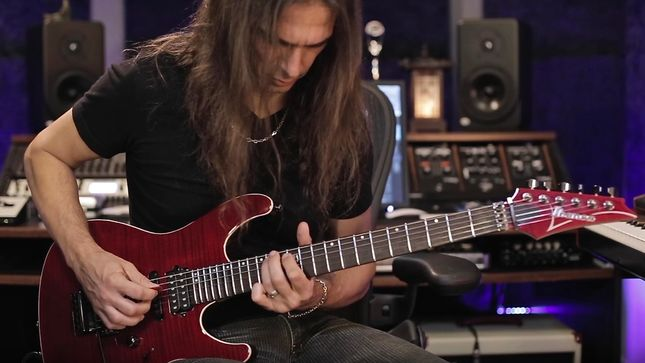 "MEGADETH Guitarist KIKO LOUREIRO Performs ""Conquer Or Die"" At Home - ""This Solo Was An Improv, So I Had To Relearn It"""