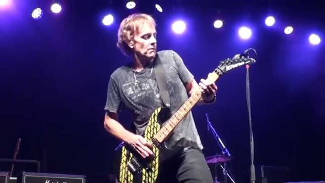 "HONEYMOON SUITE Guitarist DERRY GREHAN Live In Calgary - ""Hold My Guitar..."" (Video)"