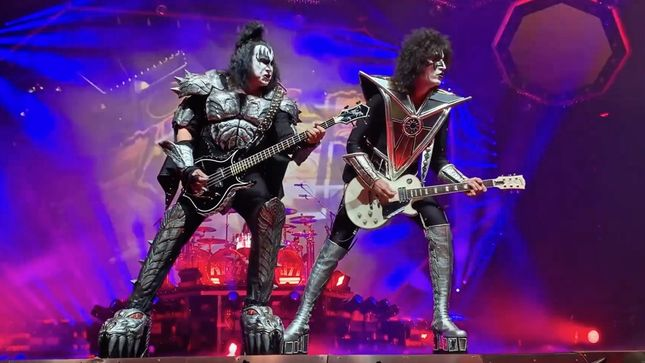 "GENE SIMMONS On KISS' End Of The Road World Tour - ""It's By Far The Largest And Most Over-The-Top We've Ever Done"""