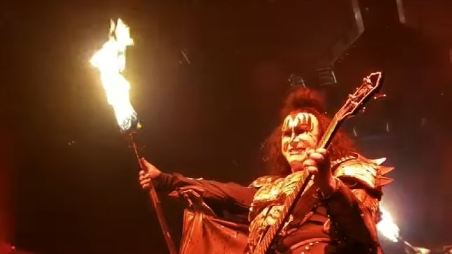 KISS – Watch GENE SIMMONS Breathe Fire In San Diego; Video
