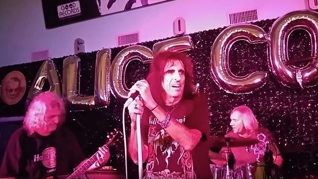 ALICE COOPER BAND's 2015 Reunion The Focus Of 'Live From The Astroturf' Documentary; Movie To Premier At Phoenix Film Festival; Video Trailer