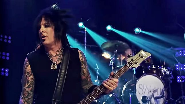 "NIKKI SIXX Slams ""Certain Band Out On The Road Right Now"" For Allegedly Using Taped Vocals - ""People In Glass Houses Shouldn't Throw Rocks"""