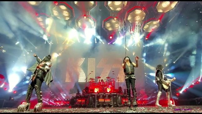 "KISS - Fan-Filmed Video Of ""Rock And Roll All Nite"" Guitar Smash In Columbus, OH Posted"