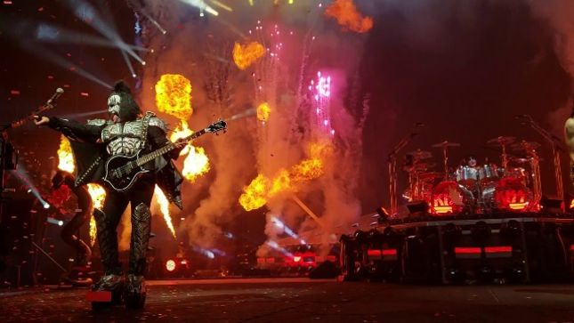 GENE SIMMONS Talks KISS' End Of The Road Tour -