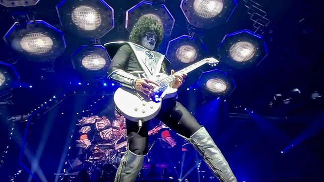 "KISS - Watch Guitarist TOMMY THAYER Perform ""Love Gun"" Solo In Pittsburgh (Video)"