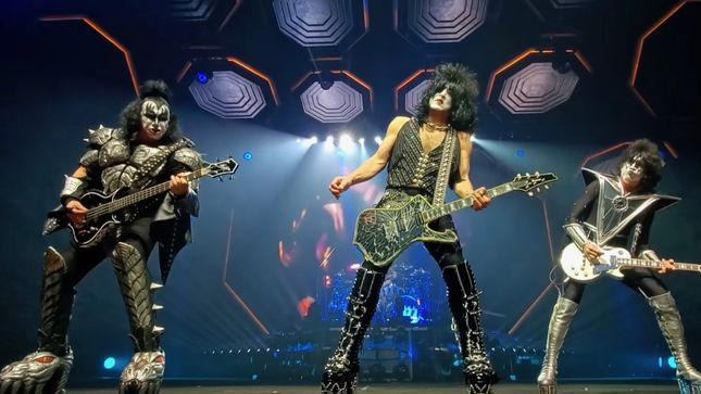 KISS Performs