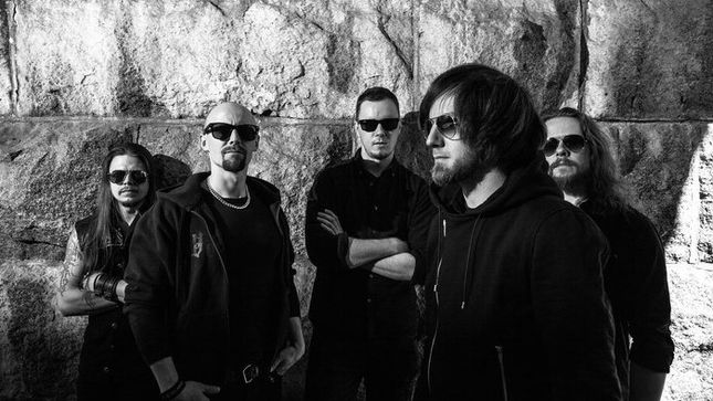 "BLOODRED HOURGLASS Streaming ""Waves Of Black"" Video"