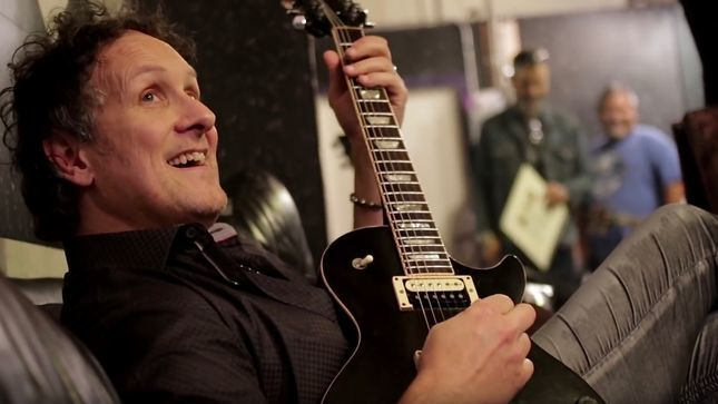 "DEF LEPPARD Guitarist VIVIAN CAMPBELL Undergoes Spine Surgery - ""I'm Gonna Be Moving Very Slowly"""