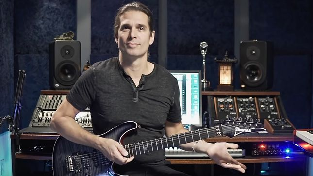 MEGADETH Guitarist KIKO LOUREIRO Offers Beginners Lesson On How To Use Hybrid Picking; Video