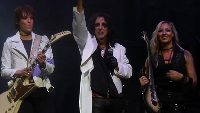 "HALESTORM's LZZY HALE Jams ""School's Out"" With ALICE COOPER Live In Allentown; Fan-Filmed Video"
