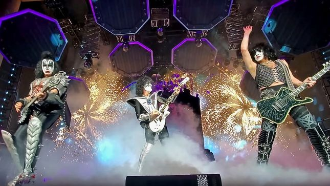 "KISS Perform ""Black Diamond"" In Indianapolis; HQ Video"