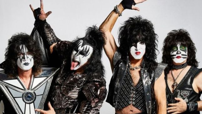 "KISS Guitarist TOMMY THAYER On The Band's Wide Demographic - ""It's A Strange Phenomenon, But It Blows Me Away"""