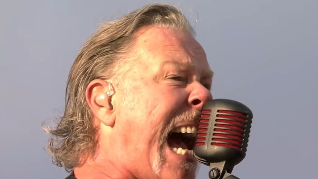"METALLICA's James Hetfield Brings Up Addiction On Stage In Norway; ""Moth Into Flame"" Pro-Shot Video"