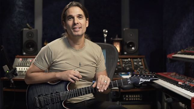 MEGADETH Guitarist KIKO LOUREIRO Offers Lesson In Warm-Up Exercises; Video