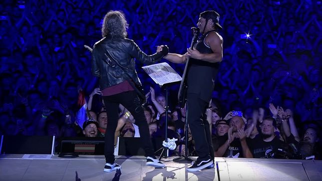 "METALLICA's Robert Trujillo & Kirk Hammett Perform WOLFGANG AMBROS' ""Schifoan"" In Vienna; Video"