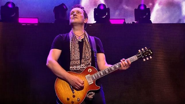 "VIVIAN CAMPBELL - ""We Make DEF LEPPARD Records Knowing That There's No Way In Hell Any Of Them Are Going To Sell Anything Close To Pyromania Or Hysteria""; Video"