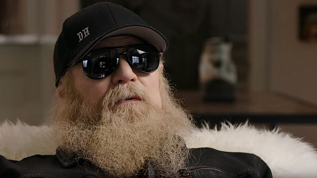 """ZZ TOP Recall Playing Early Gig For One Person - """"We Bought Him A Coke, 'Cause We Were Thankful He Stuck Around""""; That Little Ol' Band From Texas Documentary Preview"""