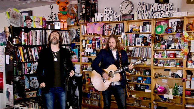 THE BLACK CROWES' CHRIS & RICH ROBINSON Perform Classics For NPR's Tiny Desk Concert; Video