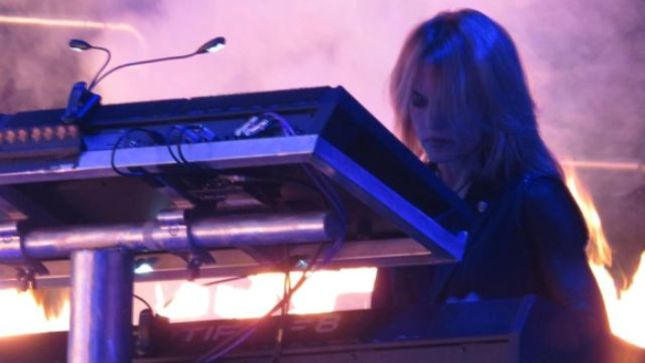 "TRANS-SIBERIAN ORCHESTRA Keyboardist JANE MANGINI Covers BRUCE SPRINGSTEEN's ""Jungleland"" In Tribute To Coronavirus Pandemic First Responders / Healthcare Workers; Official Video Posted"