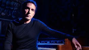 DEREK SHERINIAN To Release New Solo Album, The Phoenix, In September; Guests Include STEVE VAI, ZAKK WYLDE, TONY FRANKLIN And More
