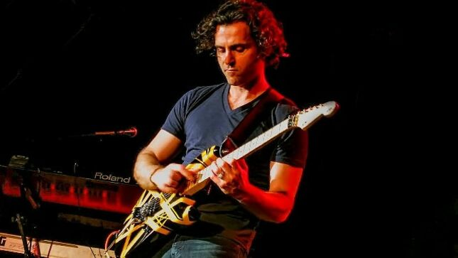 """DWEEZIL ZAPPA Looks Back On Meeting EDDIE VAN HALEN At Age 12 - """"It's A Big Part Of My Youth And It Always Reminds Me Of The Excitement Of Playing Guitar"""""""
