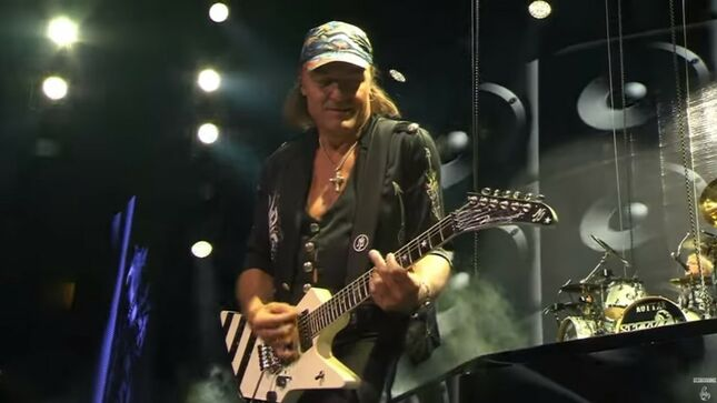 """SCORPIONS Perform """"Going Out With A Bang"""" In Brooklyn 2015; Video"""
