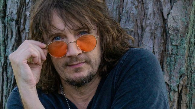 Former ENUFF Z'NUFF Frontman DONNIE VIE Guests On 80's Glam Metal Podcast -